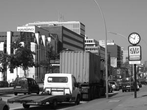 Eine der Hauptverkehrsstraßen in Hammerbrook